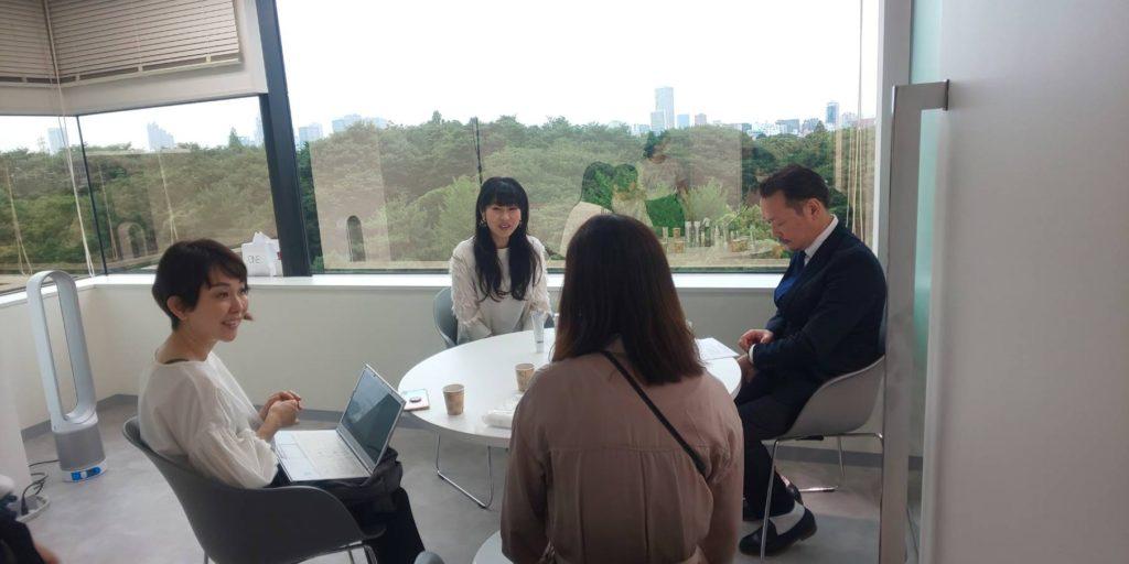 株式会社 MiMC 代表取締役 北島寿さんと 医療法人福涛会 理事長 平澤裕之 対談の様子。