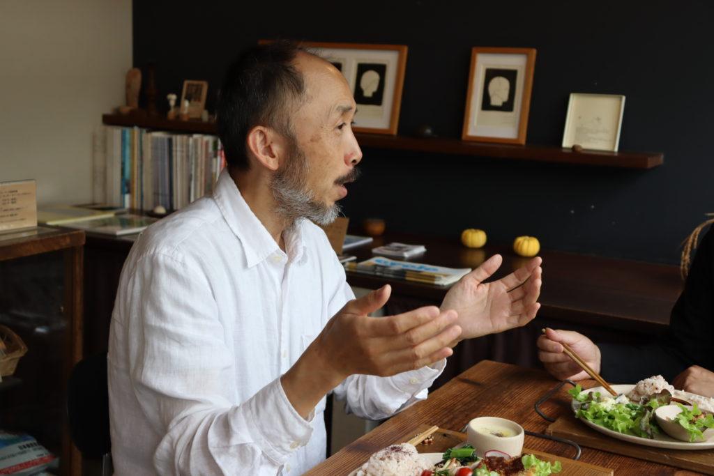 長屋をレトロモダンに改装したオーガニック料理のデリバリーとランチのお店 米ディナンバー1 オーナー大辻竹まつさん