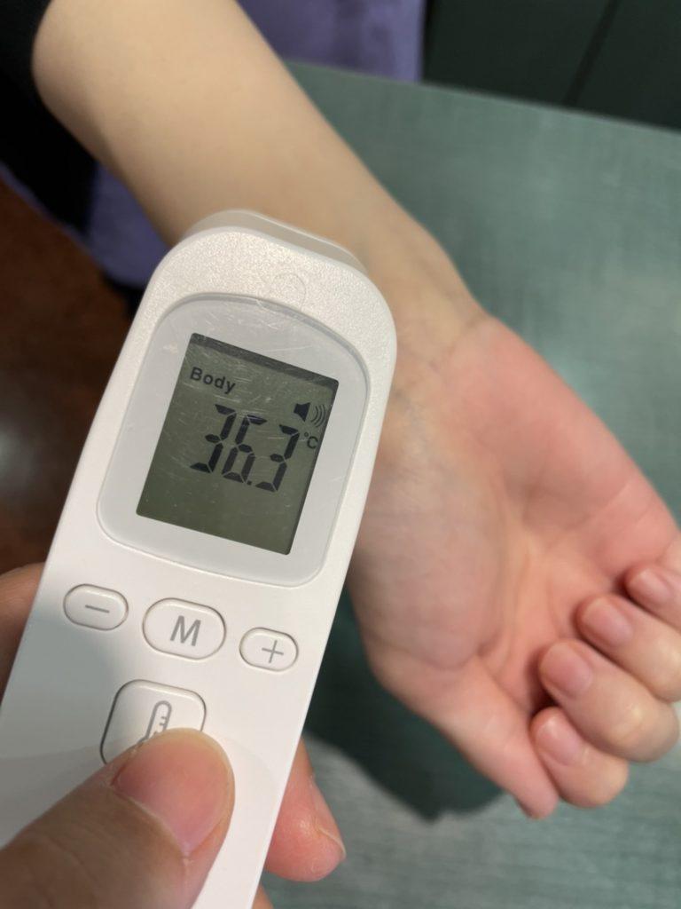 医療法人福涛会 平澤歯科医院 腕での体温測定